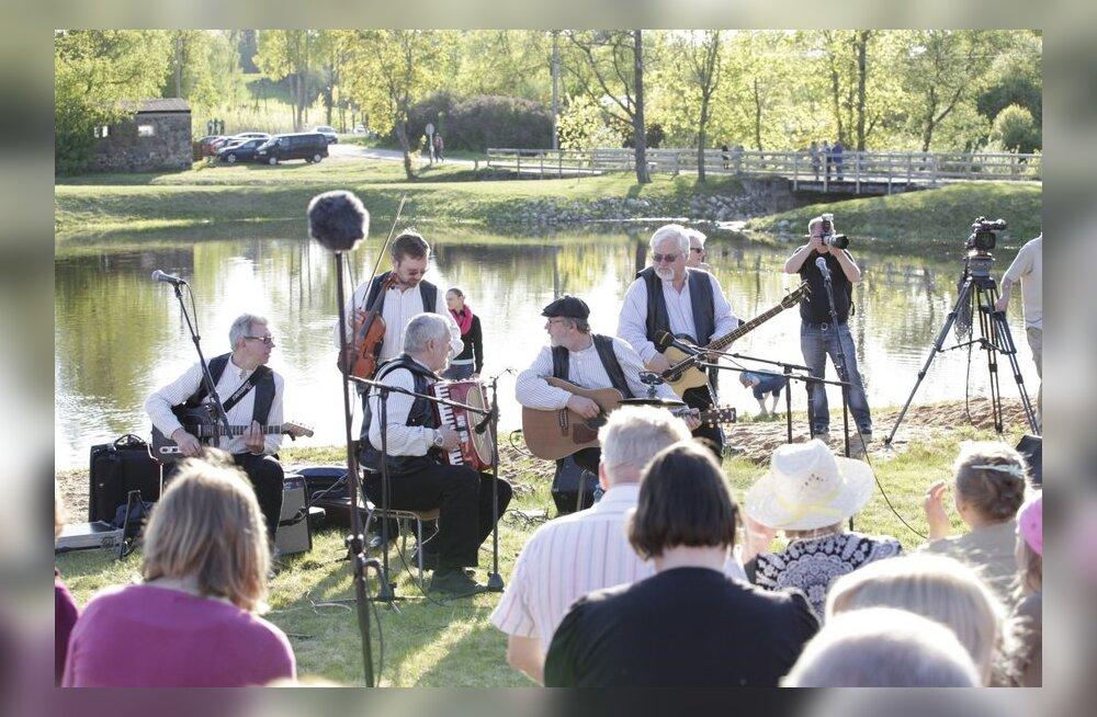 FOTOD: Kukerpillid panid Sänna rahva laulma ja tantsima