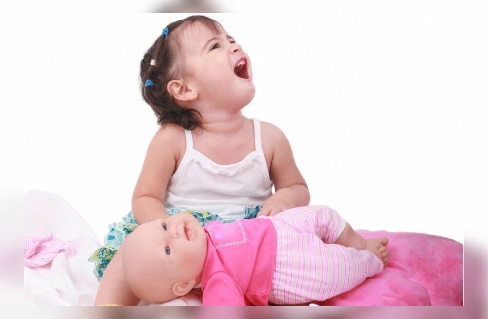 Hariv või tülgastav? Uus nukk Breast Milk Baby õpetab rinnaga toitmist juba kaheaastastele