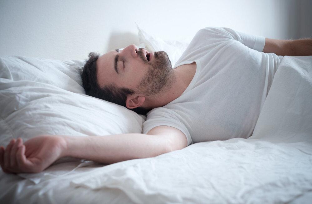 Eestlanna mure: mehe norskamine viib mind endast välja. Saatsin ta diivanile magama, aga see vallandas kodutüli