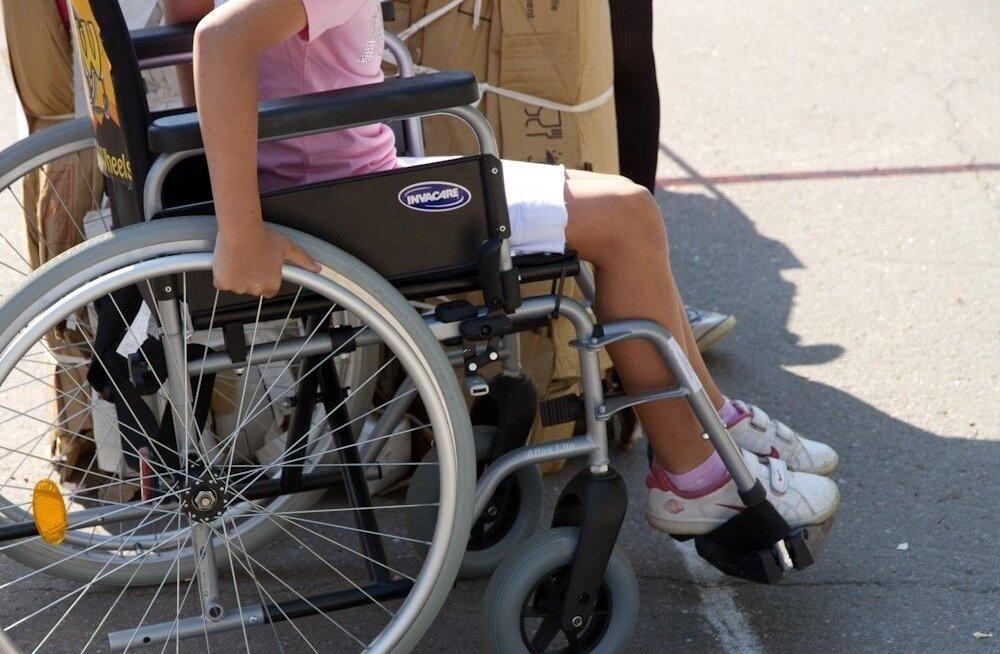 Одной рукой даем, другой забираем. Пособия для детей-инвалидов растут, но процесс определения степени тяжести недостатка здоровья стал жестче