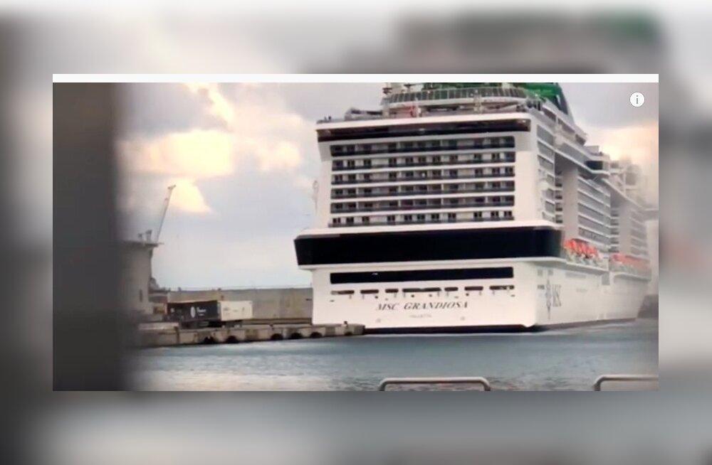 ВИДЕО: Один из крупнейших круизных лайнеров в мире врезался в бетонный причал