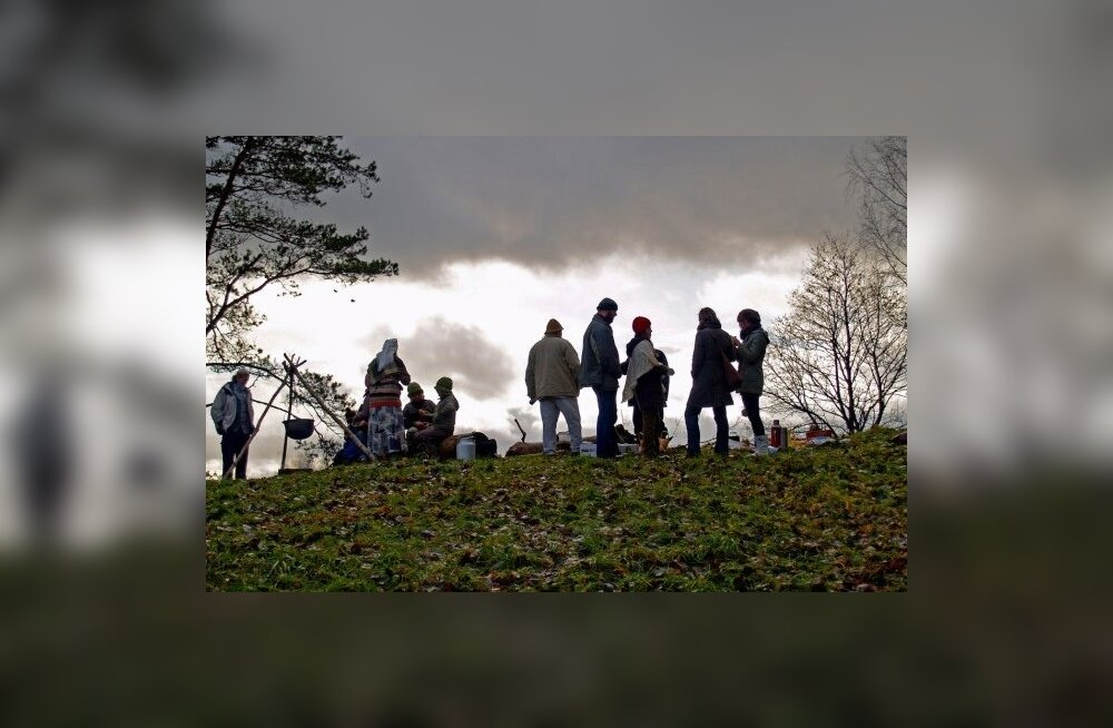 Hiiesõpru oodatakse Paluküla hiiemäele hingedeaja püha pidama