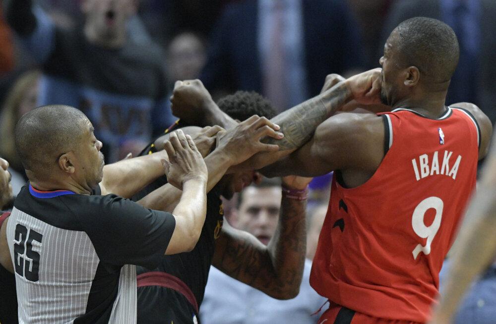 VIDEO   Väljakul kaklema läinud Raptorsi keskmängija sai kolmemängulise keelu ja kaotab sadu tuhandeid dollareid