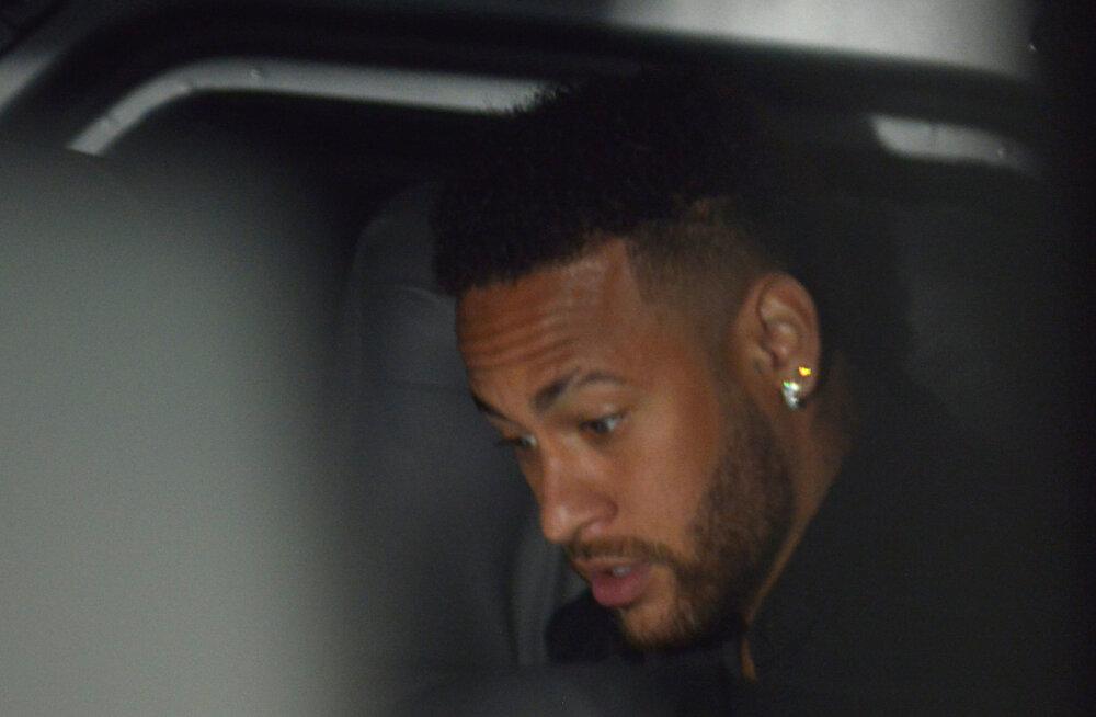 FOTO | Neymar avaldas pildi oma golfipallisuurusest hüppeliigesest