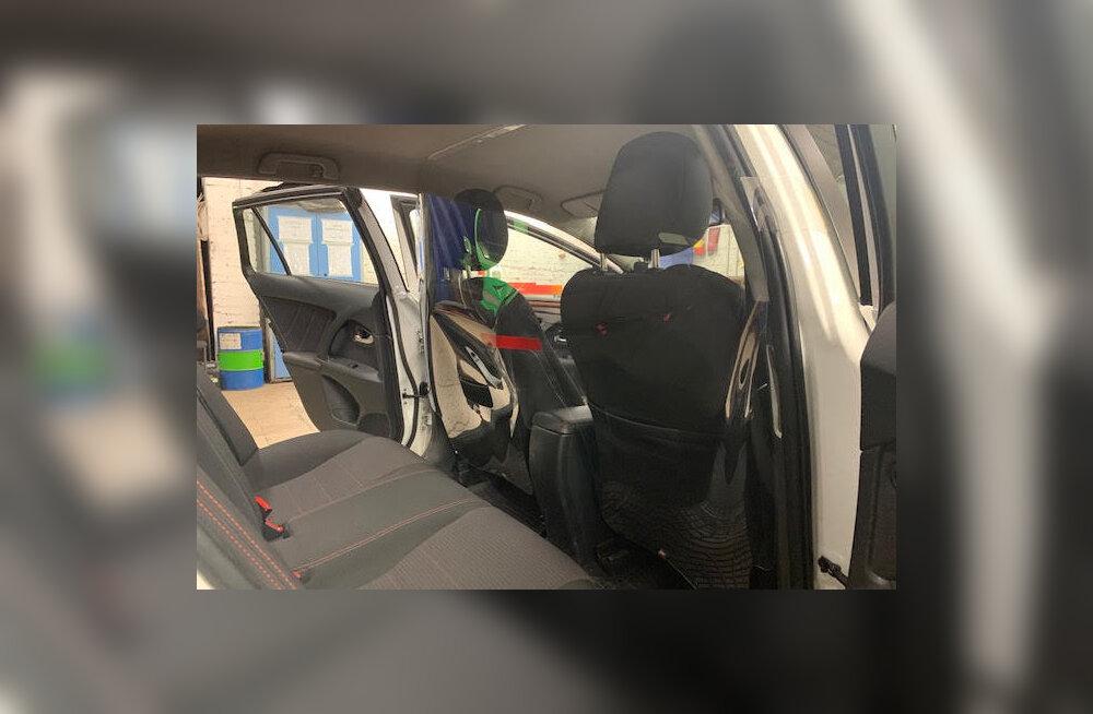 Teine laine: Eesti suurim taksofirma eraldas uuesti juhid ja reisijad üksteisest vaheseinaga