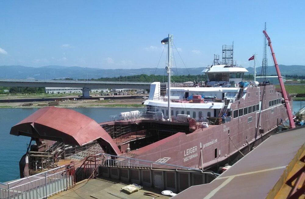 Parvlaev Leiger valmib Türgis Sefine tehases. Aprillis tehtud auditist nähtus, et selle ehitusega ollakse seitse päeva graafikust ees. Esimene laev peaks Eestisse jõudma juuli alguses.