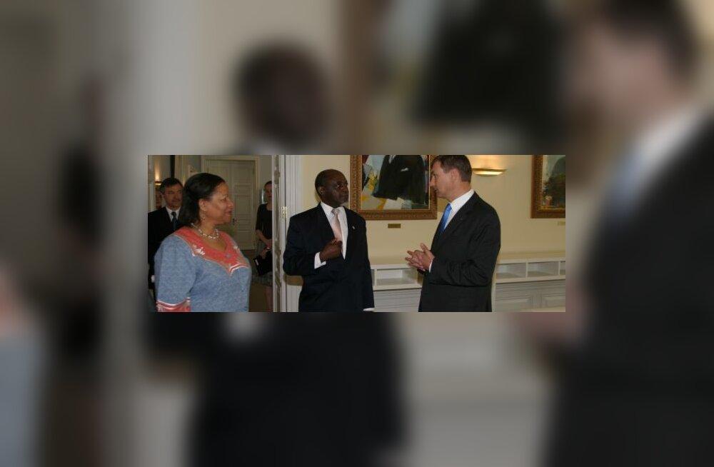 Ансип— за развитие отношений с Ботсваной