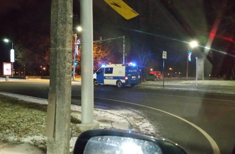 FOTO: Tartus sattus sireenidega politseiautole teed andnud autojuht avariisse