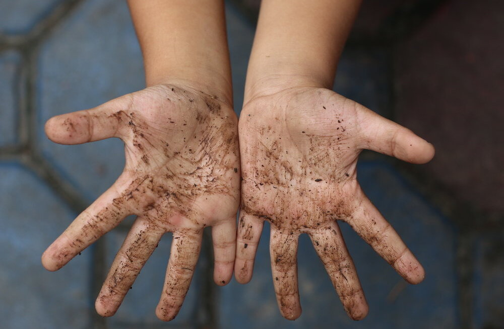 JAHMATAV KAADER | Inimesi hullutav Instagrami foto näitab, kui palju baktereid su lapse kätt reaalsuses katab