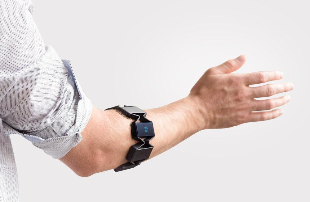 Myo käevõru mõõdab käe lihaspingeid ja juhib nende kaudu arvutit