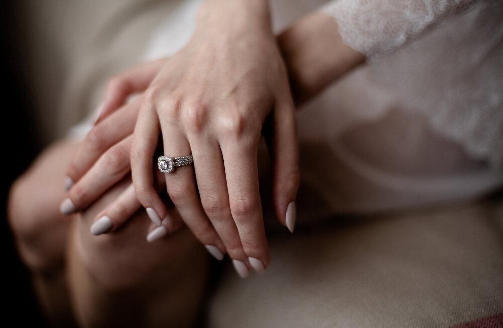 Kuusteist aastat kihlatud olnud naine: mees lihtsalt ei ole nõus minuga abielluma