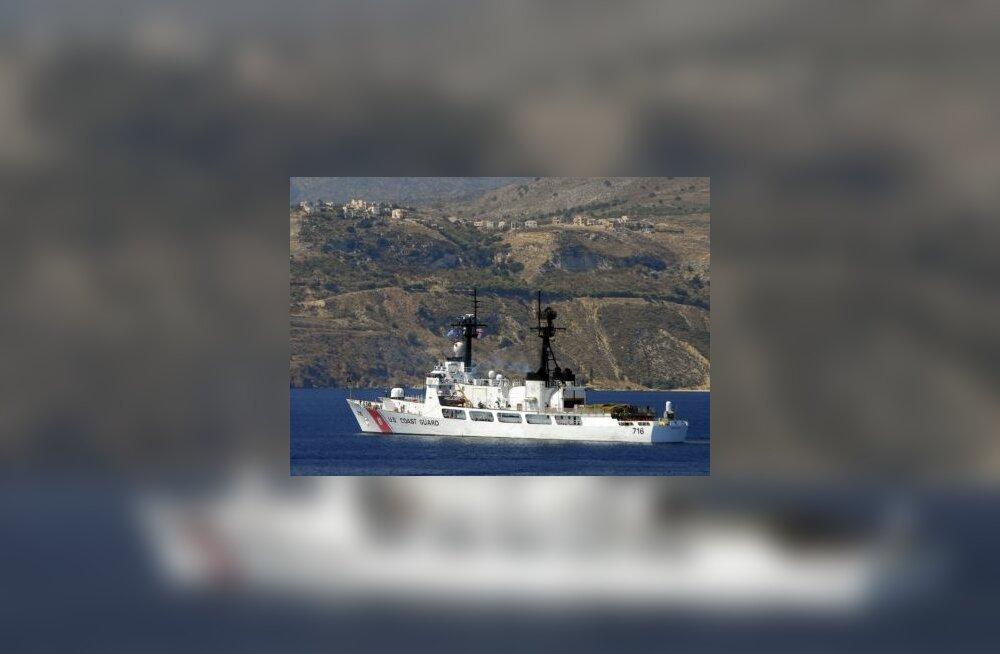 USA sõjalaeva tervitati Sevastoopolis protestiga