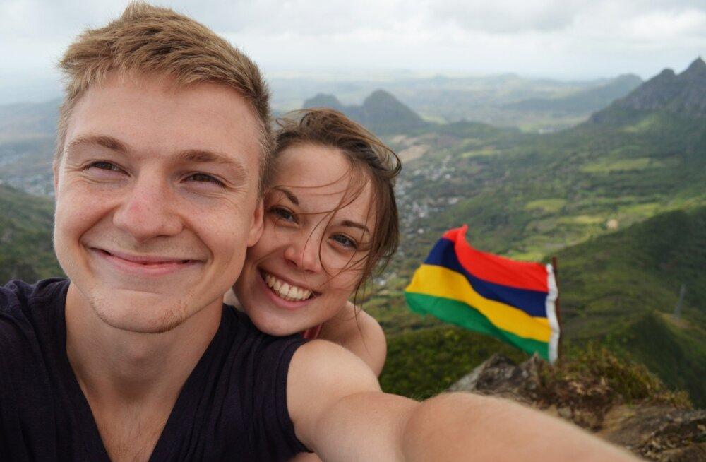 Le Pouce'i otsas on Mauritiuse lipp, millega kõikidel tippu jõudnutel on au pilt teha.