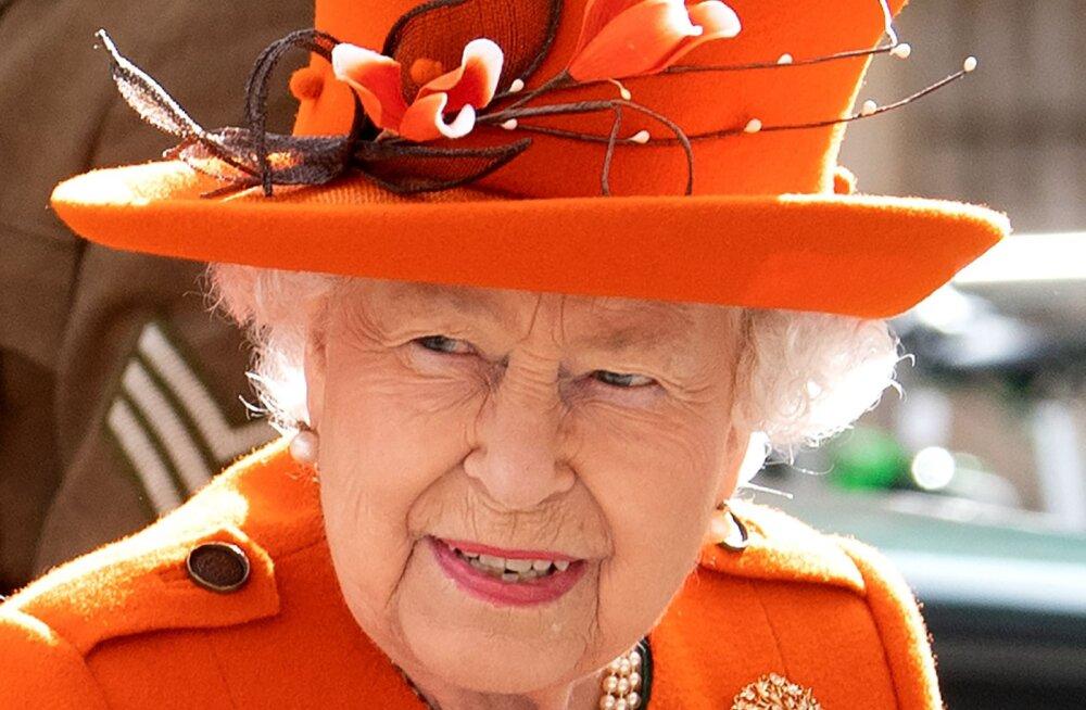 VIDEO | Ajalooline hetk! Vaata, kuidas Elizabeth II tegi lihtrahvale igapäevast asja elus esimest korda!