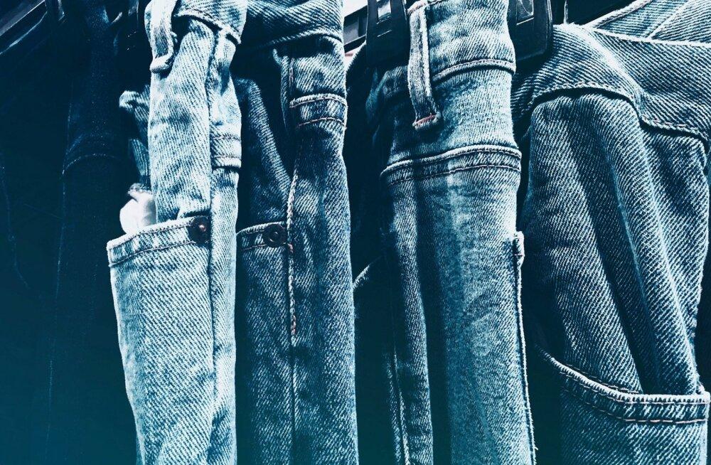 Зачем класть джинсы в морозилку? Важные советы по уходу за одеждой из денима