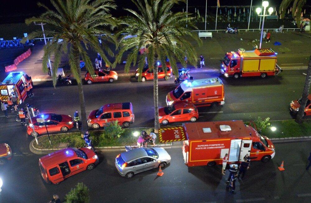 Tragöödia Nizzas: veok sõitis otse pidutsevasse rahvahulka