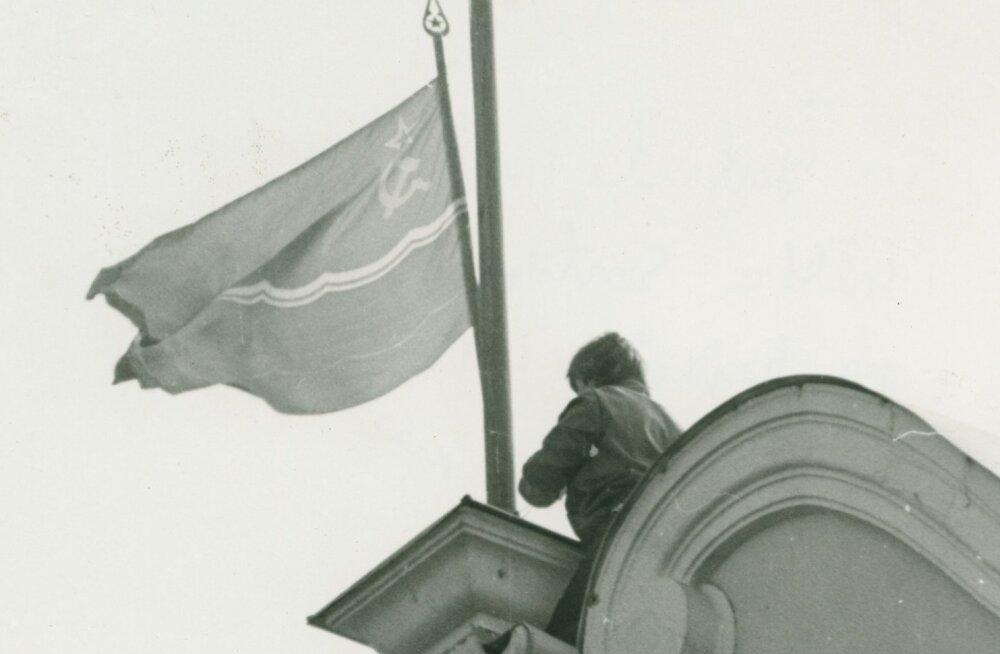 Interrinde esimene katse Toompeal võimu haarata luhtus 15. mail 1990.