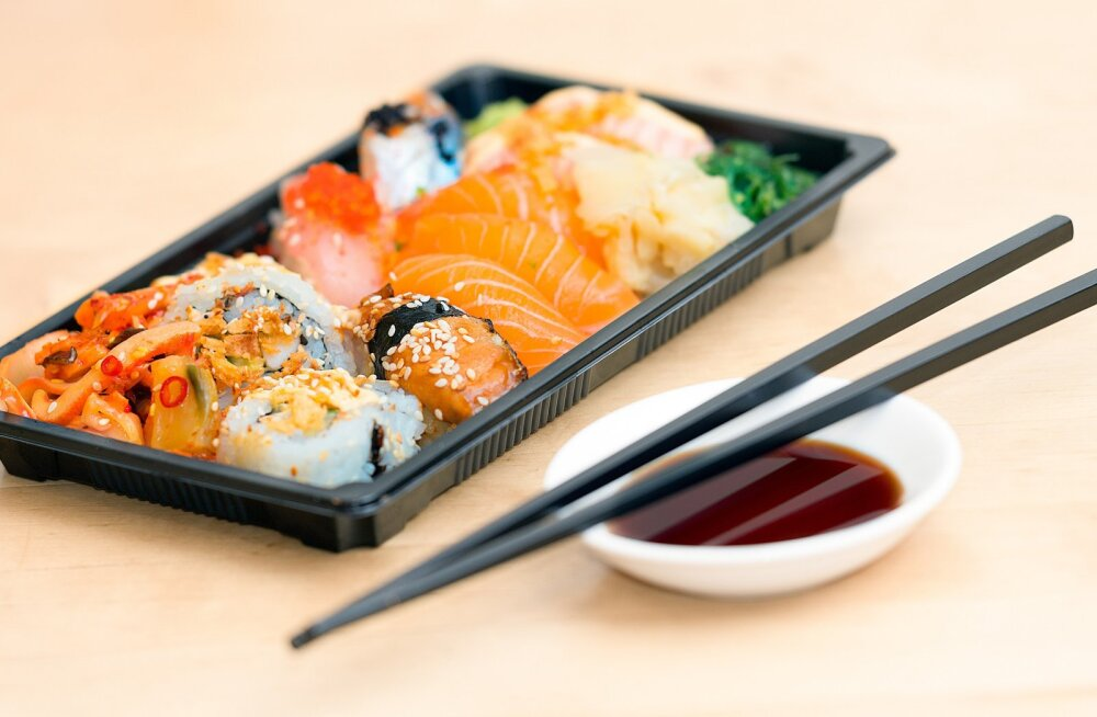 Таллиннская сеть доставки суши бесплатно накормит медицинских работников