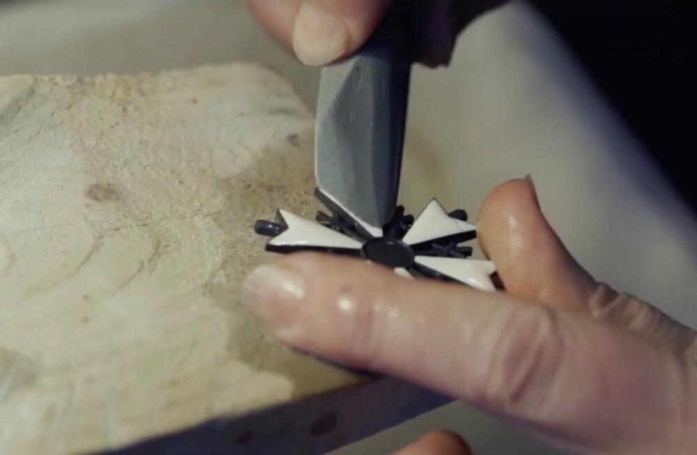 VIDEO: Korralik nikerdamine ehk vaata, kuidas valmivad Valgetähe teenetemärgid!
