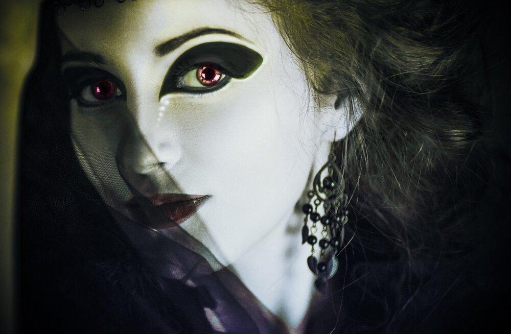 Paarikene väidab, et nad on vampiirid ja maailmas on neid teisigi, aga meil pole sellest õrna aimugi