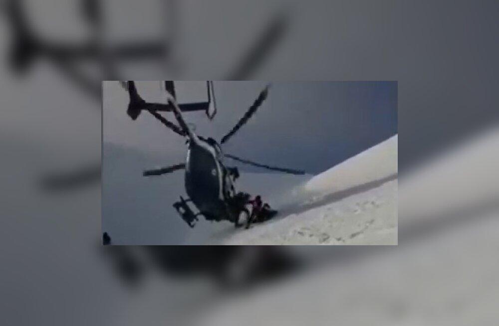 VIDEO | Prantsuse Alpides vigastatud suusataja päästnud kopter näitas kõrgpilotaaži