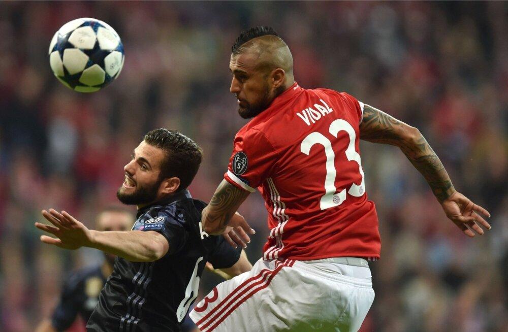 Arturo Vidal viis Müncheni Bayerni juhtima