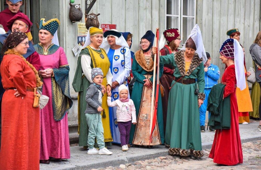 ФОТО   Назад в прошлое: смотрите, как проходят Дни средневековья в Вильянди