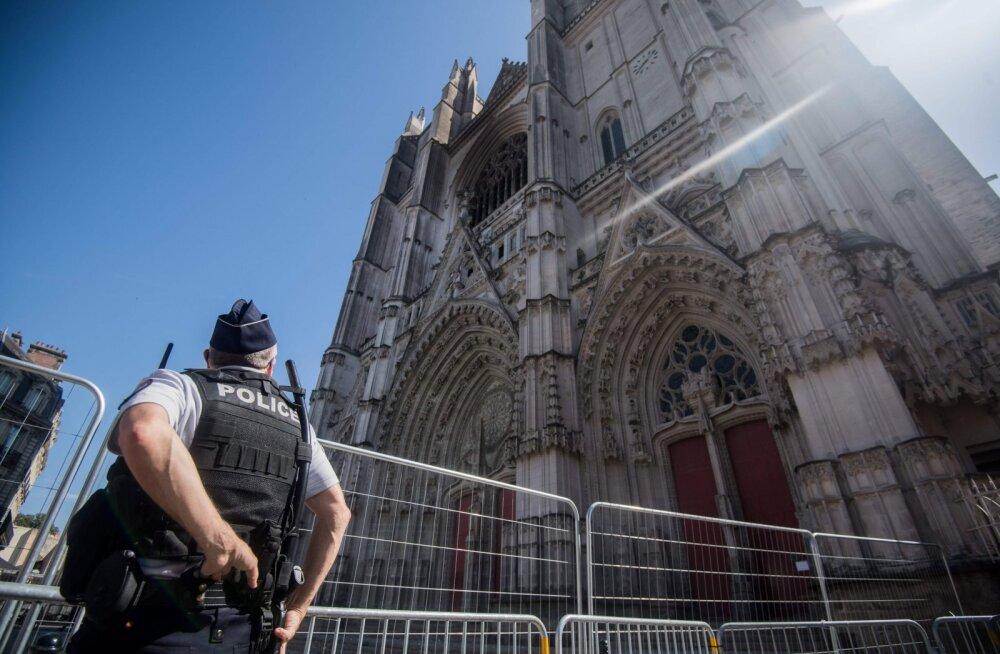 Prantsuse Nantes'i katedraali põlema süütamises esitati süüdistus Rwanda pagulasele