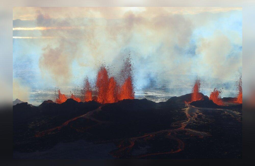 Air Icelandi piloodid tegid reisijatele tasuta ekskursiooni ümber purskama hakanud vulkaani