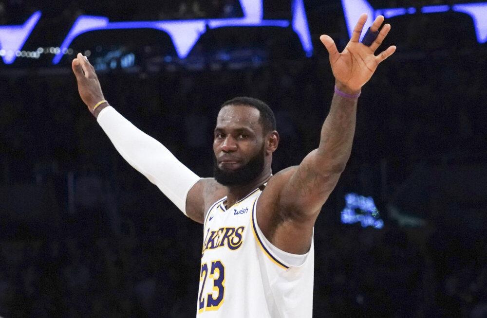 Los Angeles Lakers sai magusa võidu ja täiendas koosseisu