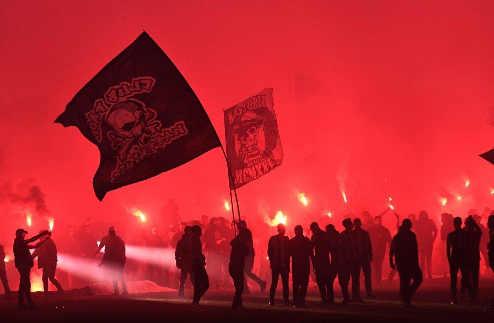 VIDEO   Üle 34 aasta Kreeka vutimeistriks tulnud PAOK-i fännid panid korraliku lõkke püsti!
