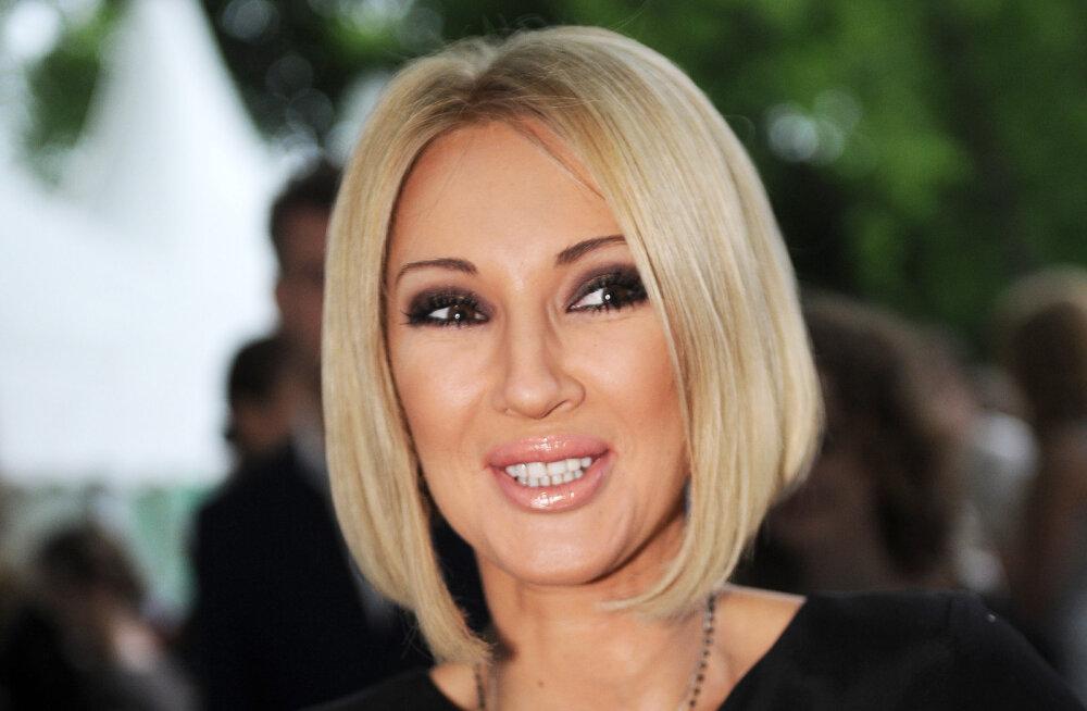 KLÕPS | Kohutav vaatepilt! Vene telestaari rinnaimplantaat plahvatas