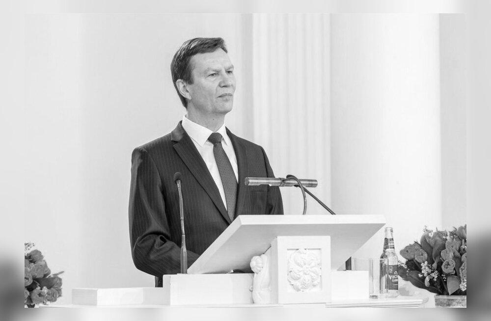 Suri Tartu Ülikooli rektor Volli Kalm