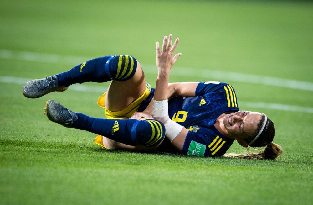 FOTOD | Rootsi koondise tähtründaja kaotas MM-i poolfinaalis teadvuse