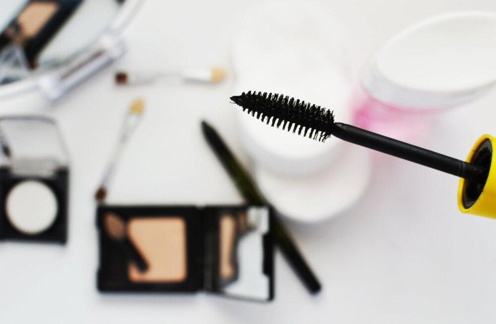 Pool aastat vana ripsmetušš, aasta vana puuder... Kas sa ikka tohid neid kasutada või on aeg uut kosmeetikat soetada?