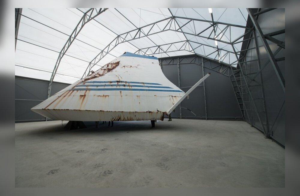 Rootsis tungisid võõrad mereväebaasi, kus hoitakse ka parvlaev Estonia vöörivisiiri