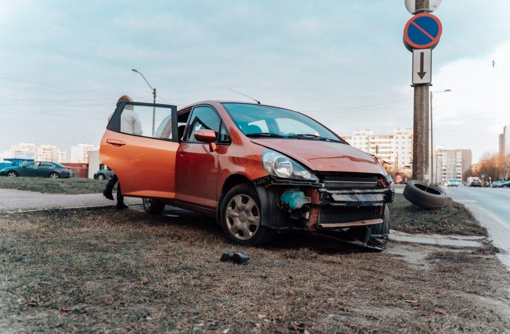 Autoõnnetus Linnamäe tee 11