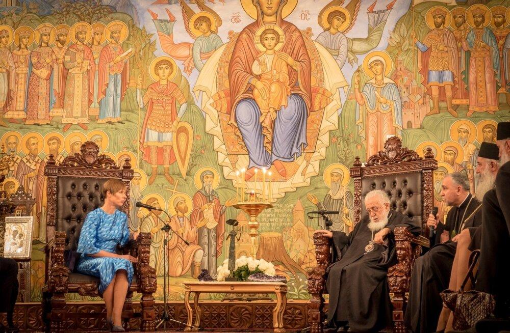 Eesti president Kersti Kaljulaid kohtus Gruusia pealinnas Thbilisis ka Gruusia katoolikose-patriarhi Ilia II-ga, kellega vesteldi kannatustest, mida Gruusia on pidanud läbi elama. Gruusia on tänini osaliselt okupeeritud riik.