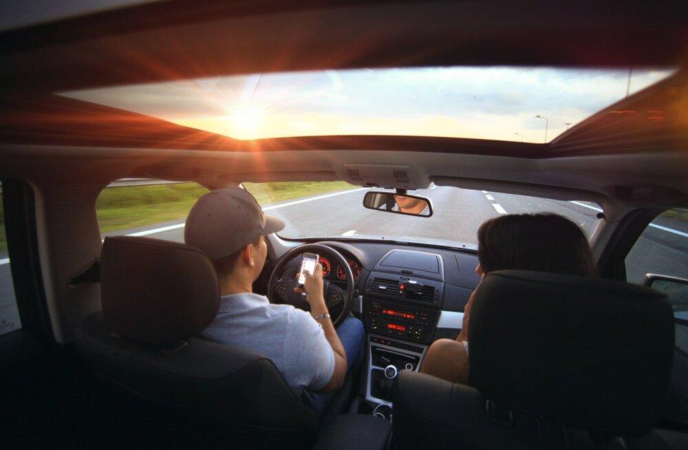 Ekspert: kasuta käed vabad – süsteemi vaid häda korral. Tee roolimobiiliku eksperiment!