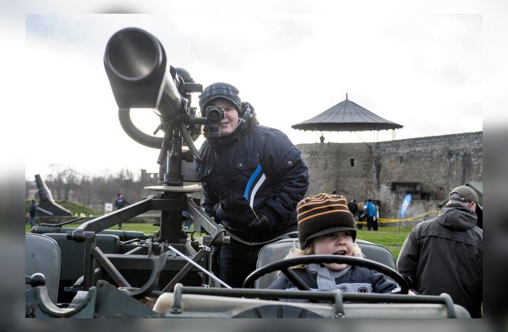 FOTOD: Kaitseliit pidas Narvas 95. sünnipäeva