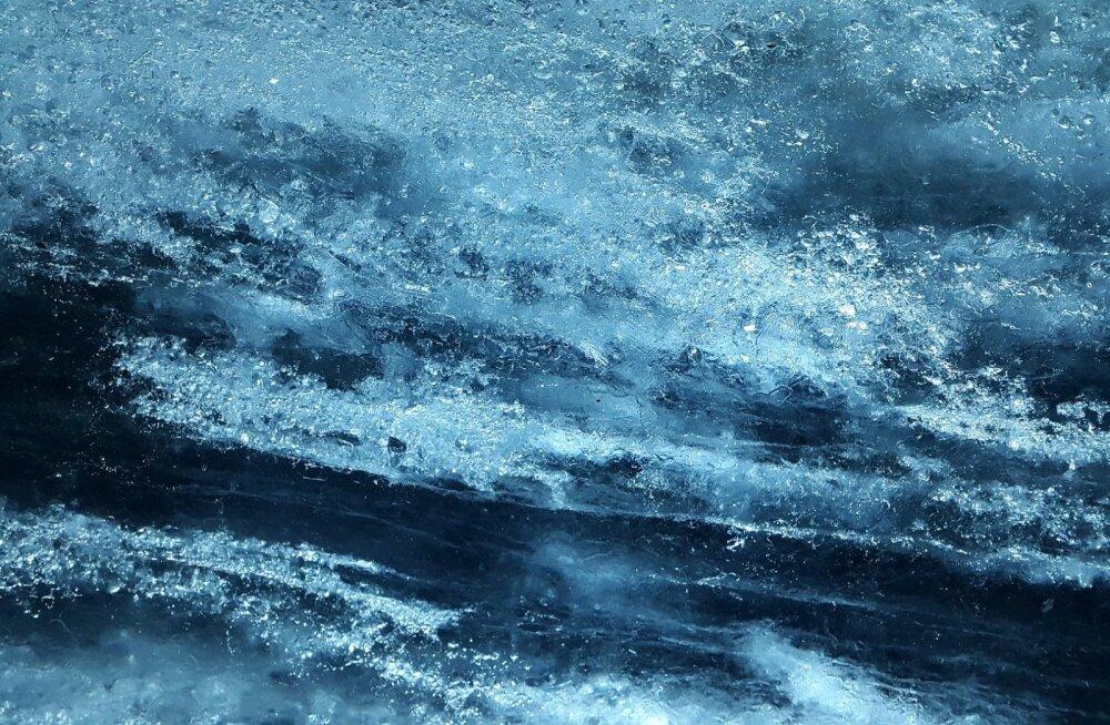 Трагедия в Латвии: под лед ушла машина с пассажирами, погибли четверо