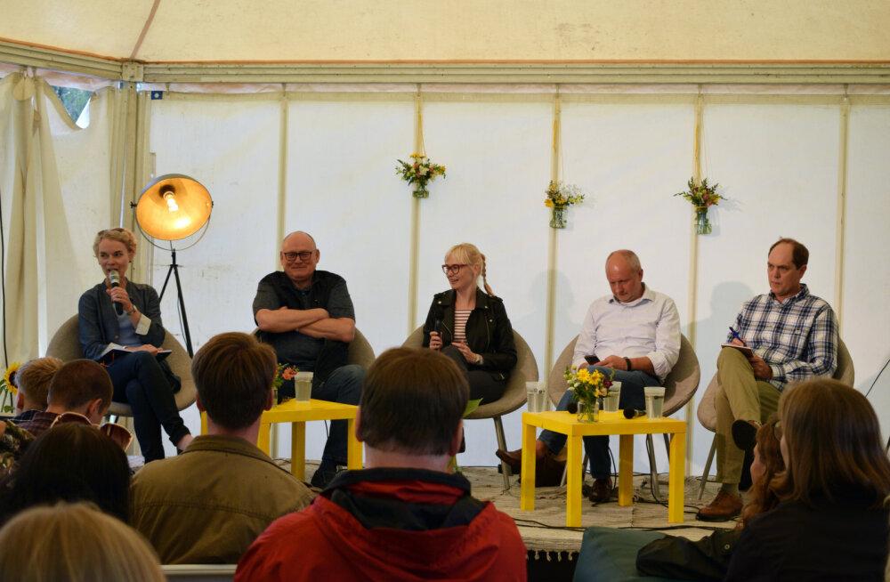 Vasakult: Kristi Raik, Raivo Vare, Evelyn Kaldoja, Matti Maasikas, Andres Kasekamp