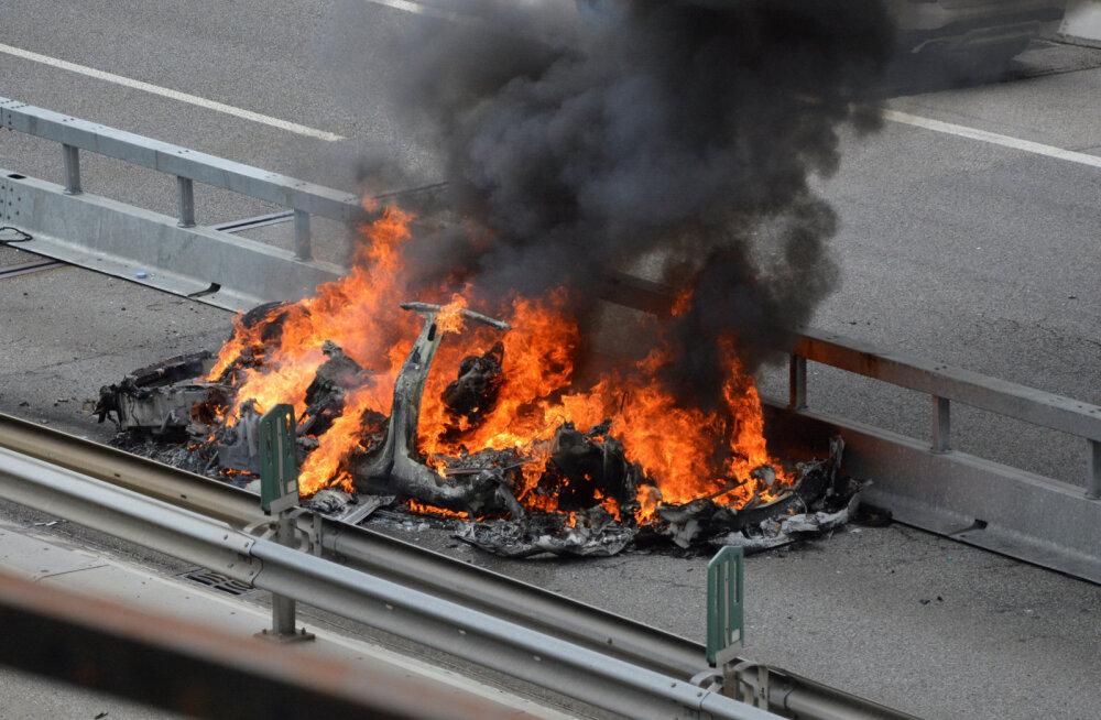 Elektriautode põlengud on tuletõrjujatele väljakutse: akupakk paneb vintskelt vastu