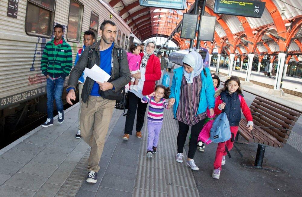 Vabatahtlikud kogunesid Stockholmi keskraudteejaama pagulasi vastu võtma