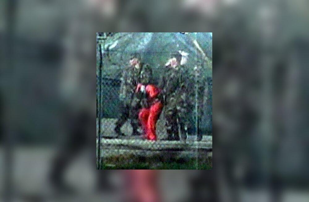 Vangi eskortimine Guantanamo laagris