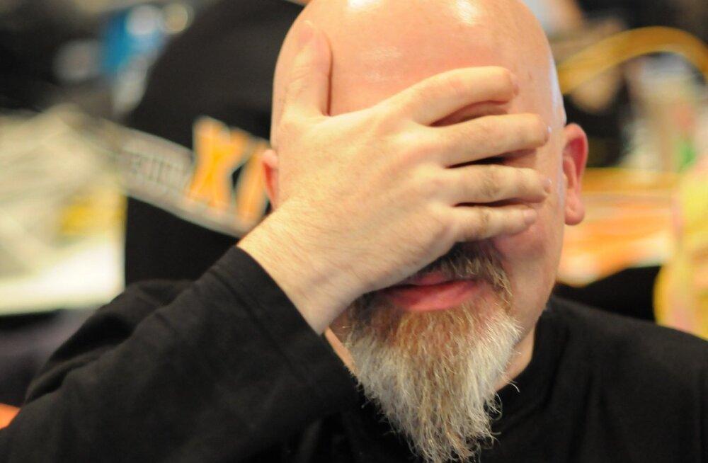Viirus pääseb inimese kallale kätelt näo kaudu. Miks on näo puudutamist nii raske vältida?
