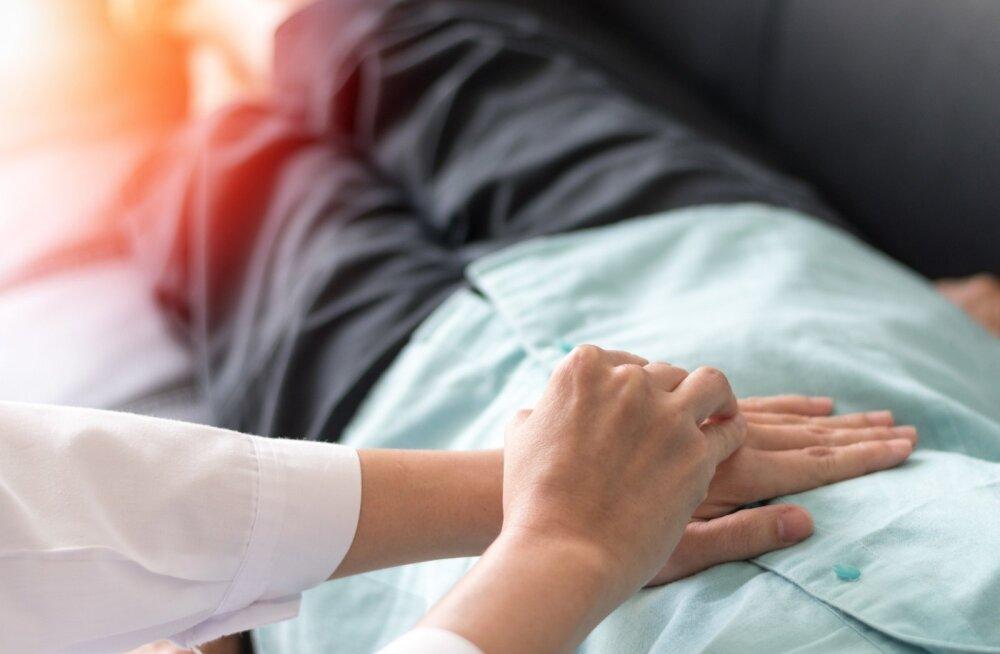 Jämesoolevähiga patsiendi uurimiseks kasutavad arstid sageli nii kõhu palpatsiooni (kompimist) kui ka perkussiooni (koputlemist).
