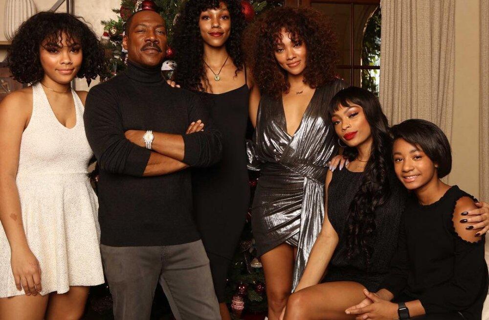 Когда все эти девушки — твои дочери: Эди Мерфи сделал семейное фото с 10 детьми