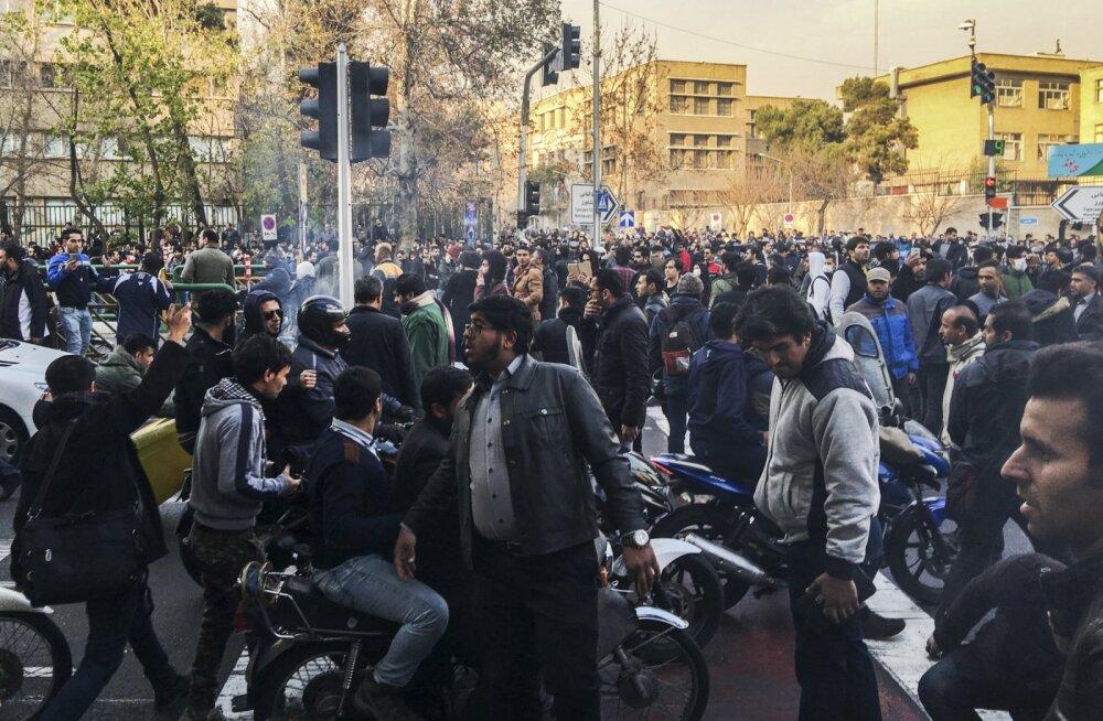 Iraani protestiaktsioonidel on hukkunud juba 12 inimest