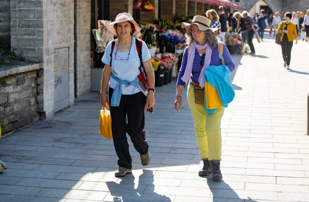Turistid Tallinna vanalinnas